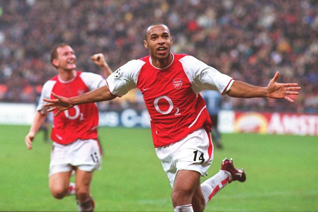 Anh-7-Thierry-Henry-con-ac-Council-Court-ever-hang-phong-thu-Premier-League-Nguon-Internet-min