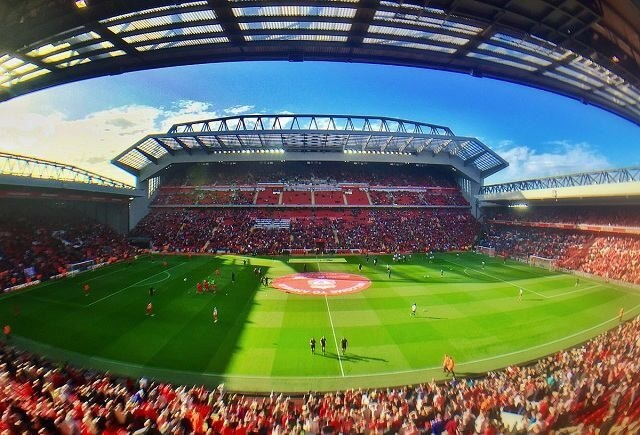 anh-bia-liverpool-ve-san-van-dong-anfield