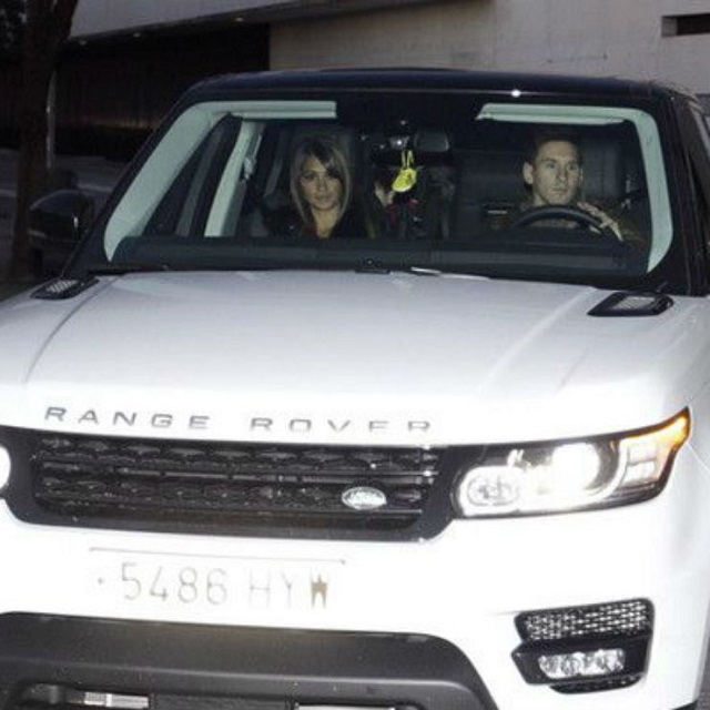 messi-lai-xe-SUV-Range-Rover-cung-vo